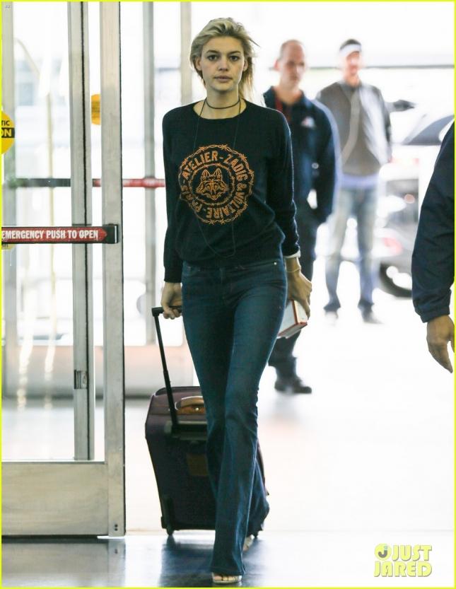 Келли Рорбрах - новая девушка Леонардо ДиКаприо и модель Sports Illustrated Swimsuit - была сфотографирована в аэропорту JFK
