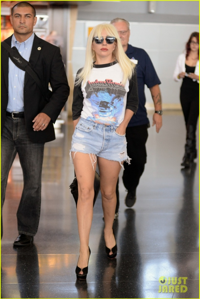 Lady Gaga Arrives At JFK In A Blonde Wig