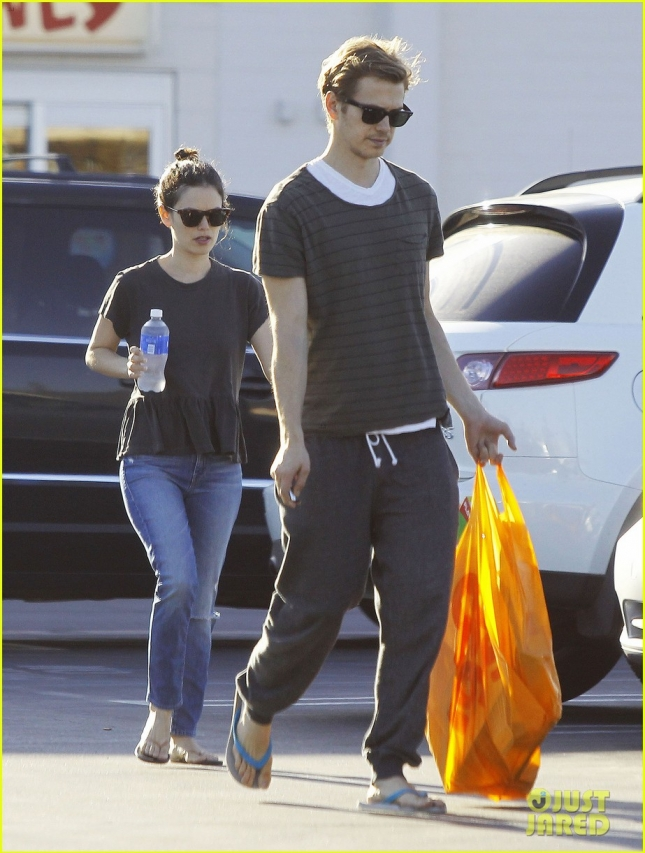 rachel-bilson-hayden-christensen-go-toy-shopping-together-10
