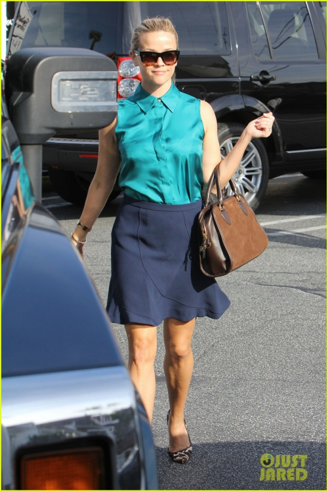 Trendy Reese Witherspoon has a full day ahead filled with meetings in Brentwood