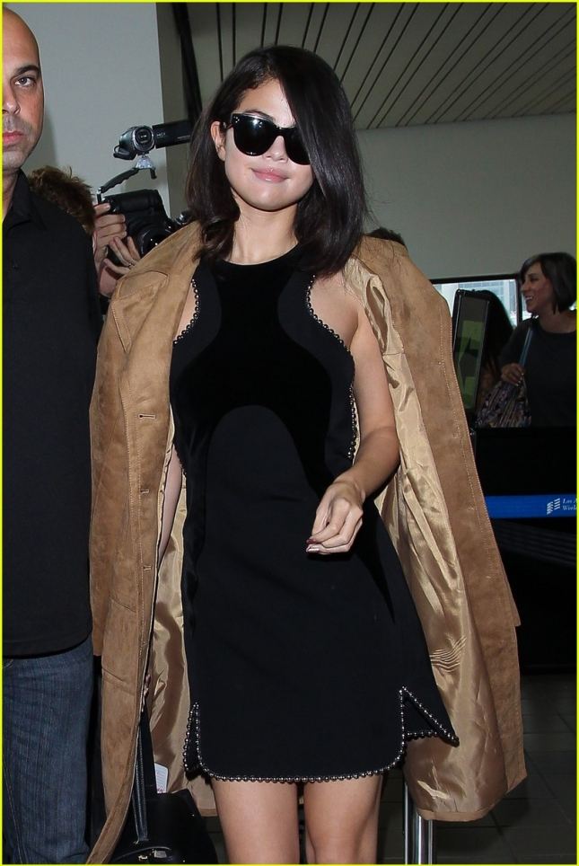 selena-gomez-loved-the-cara-delevingne-dating-rumors-02