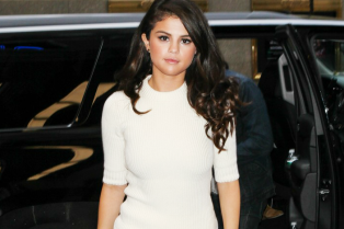 selena-gomez-tonight-show-performance-03