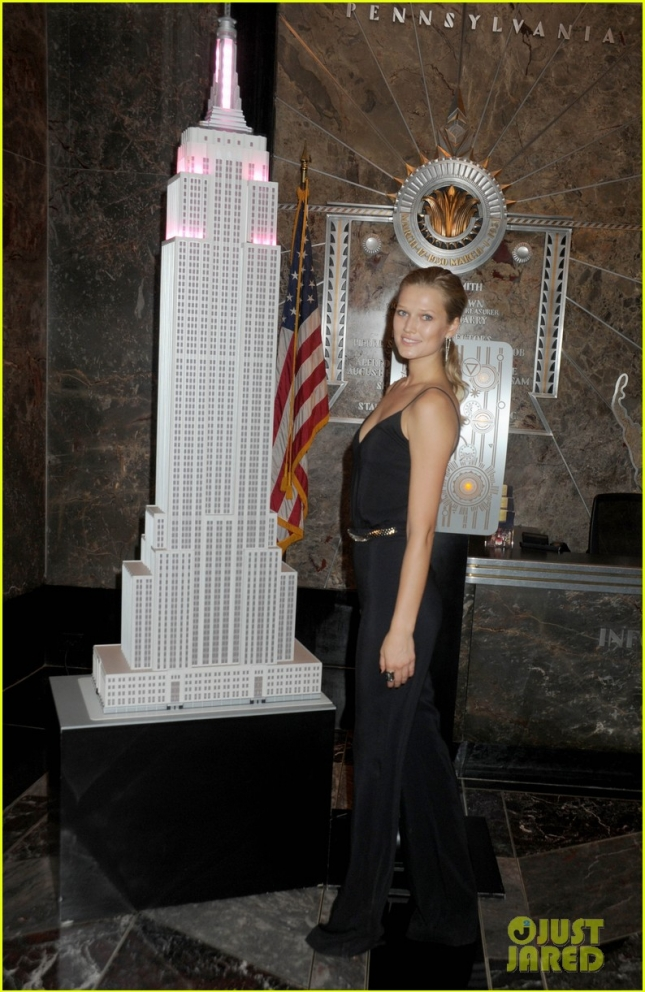 Toni Garrn lights The Empire State Building