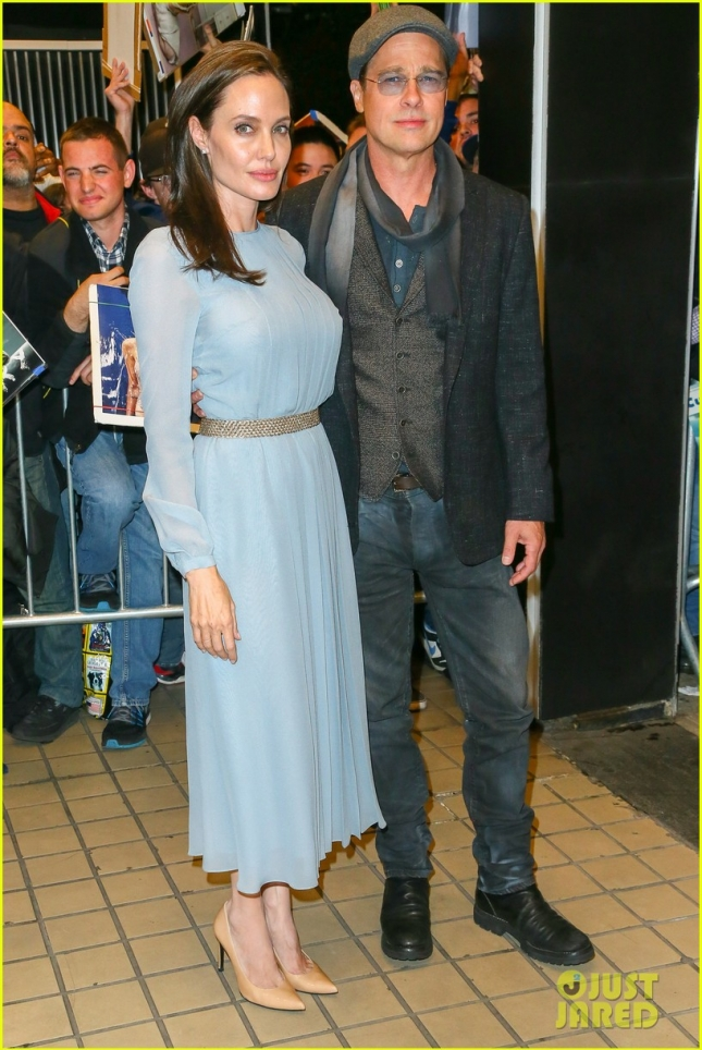 angelina-jolie-brad-pitt-couple-up-at-by-the-sea-screening-08
