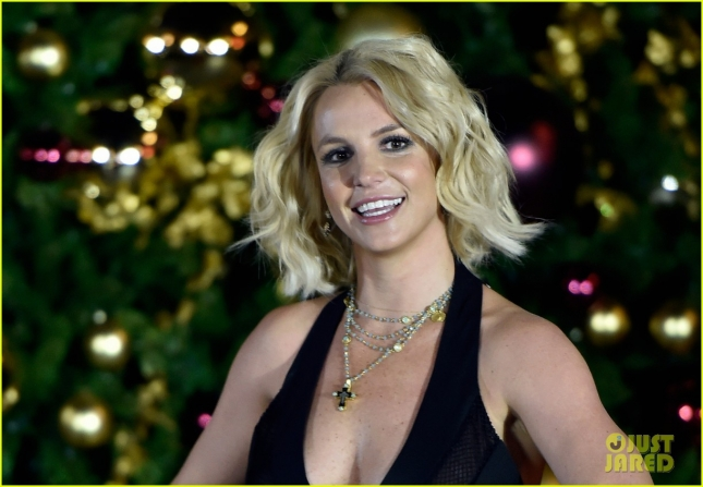 britney-spears-las-vegas-christmas-tree-lighting-10