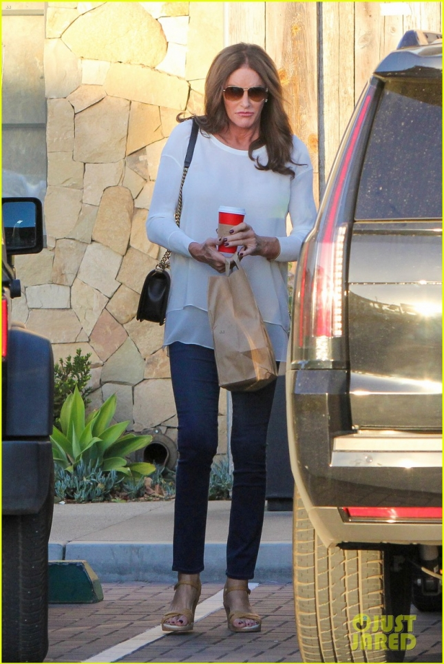 caitlyn-jenner-steps-out-after-false-boyfriend-reports-03