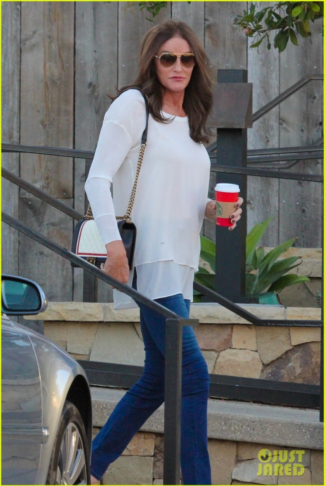caitlyn-jenner-steps-out-after-false-boyfriend-reports-18