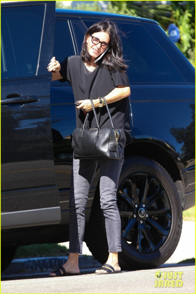 *EXCLUSIVE* Courteney Cox stops by a friends house in L.A.