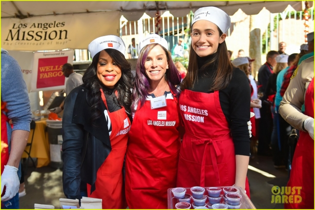 Stars join forces at LA Mission to help feed the hungry