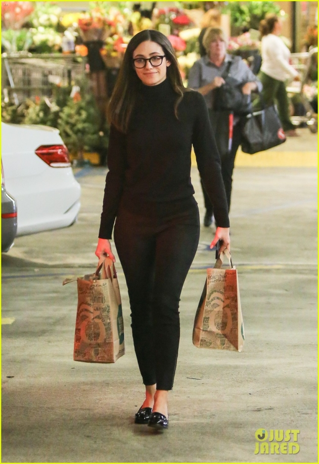 emmy-rossum-the-mission-thanksgiving-food-02