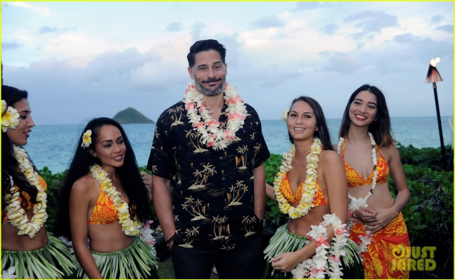 joe-manganiello-gets-leid-upon-arrival-in-hawaii-09
