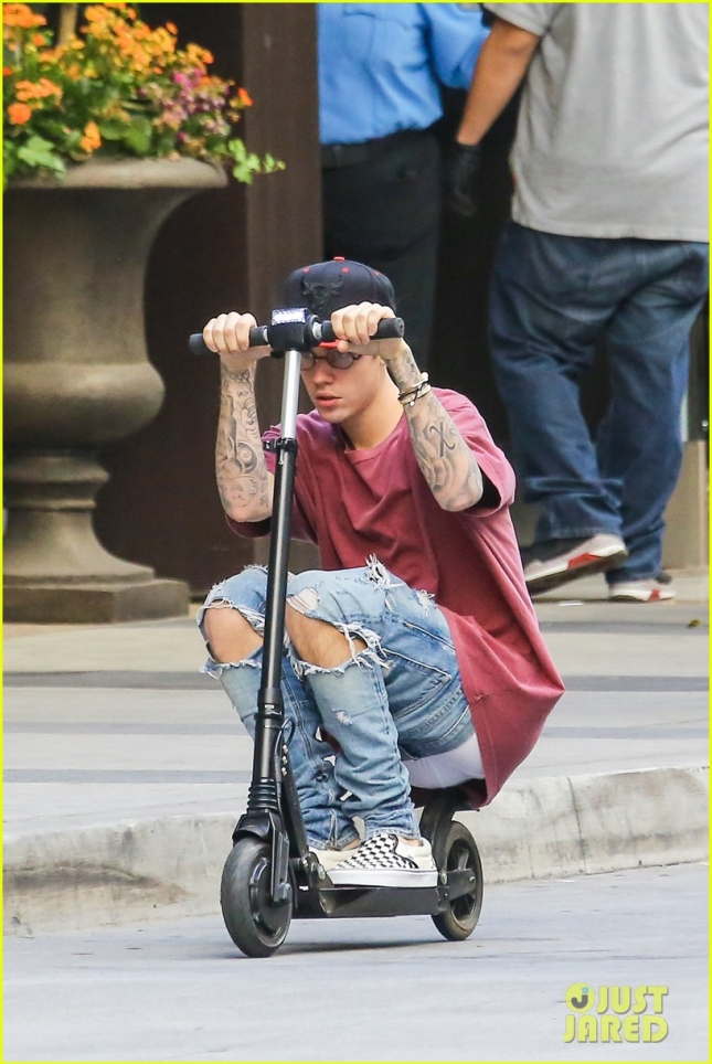 justin-bieber-scoots-away-after-cancelling-nyc-appearances-26