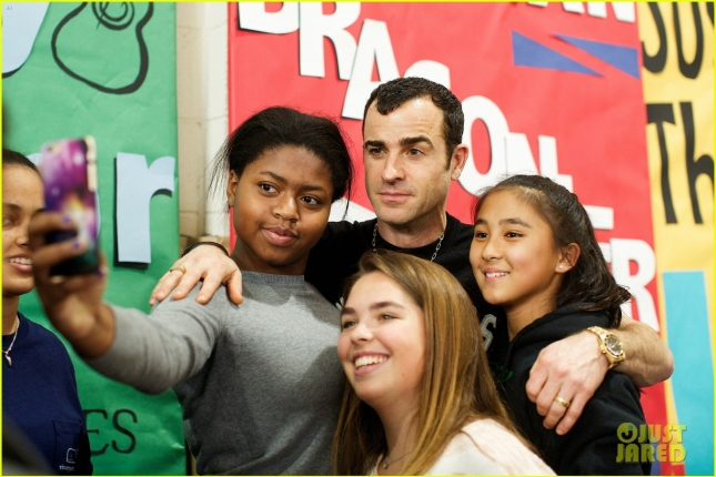 justin-theroux-spends-time-with-young-kids-at-lab-school-01