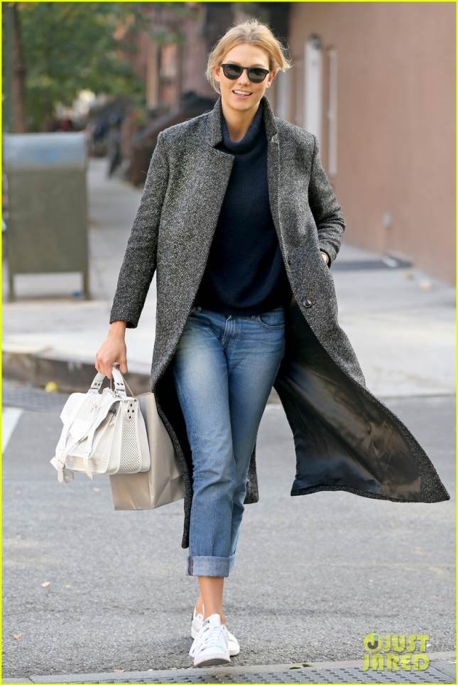 "*EXCLUSIVE* Karlie Kloss is looking stylish in her dark gray trench and ""KK"" purse"
