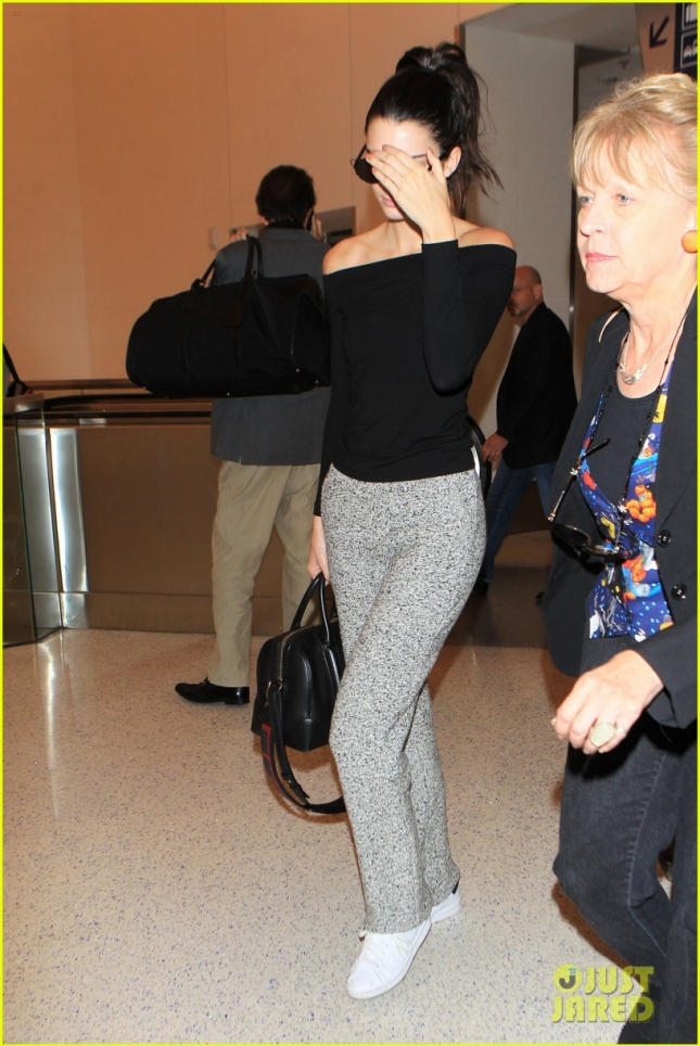 Jetsetter Kendall Jenner lands in Los Angeles