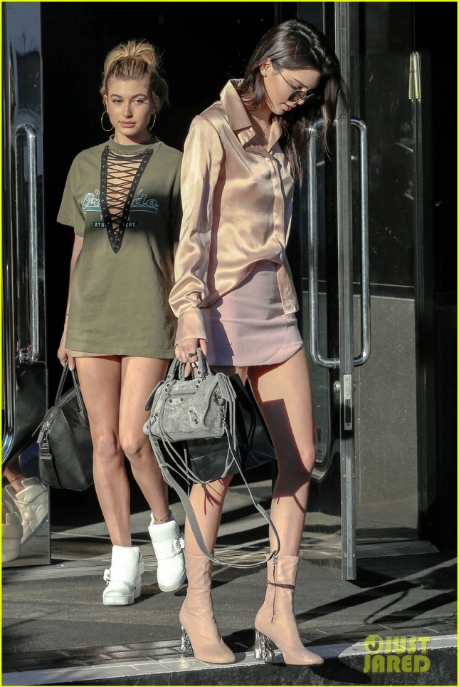 kendall-jenner-hailey-baldwin- birthday-shopping-05