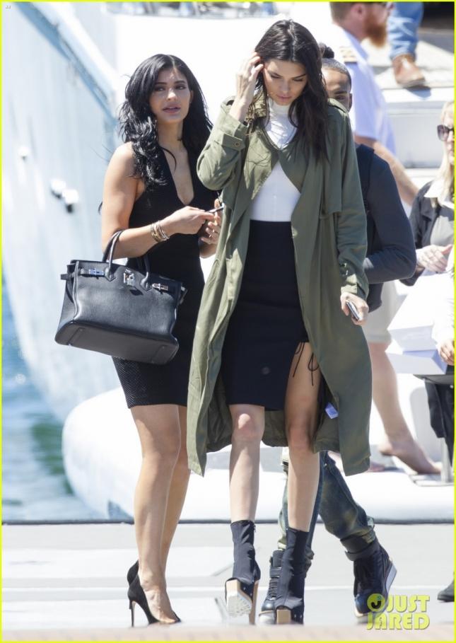 Kendall Jenner & Kylie Jenner Board a Boat on Sydney Harbour