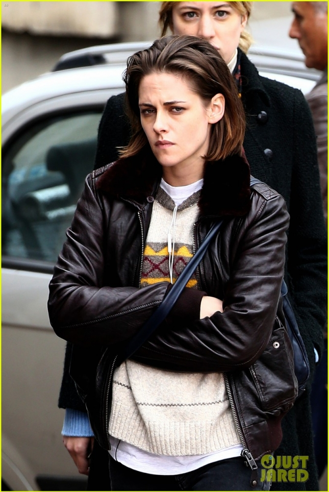 kristen-stewart-gets-back-to-being-a-parisian-shopper-08