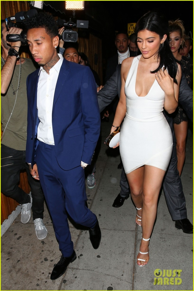 Kylie Jenner back to Leaning on Tyga after AMA's