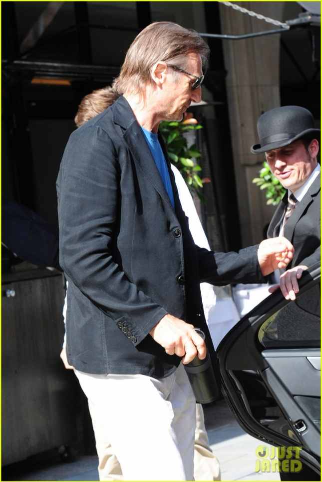 *EXCLUSIVE* Liam Neeson enjoys brunch with his family in London **USA ONLY**