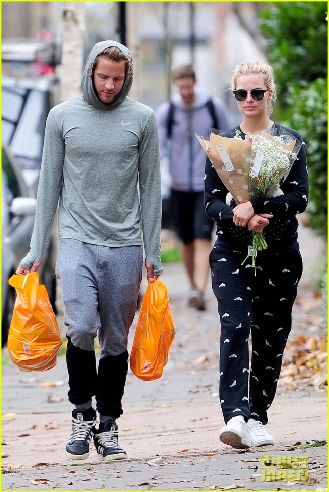 *EXCLUSIVE* Margot Robbie and Tom Ackerley out shopping in London **USA ONLY**