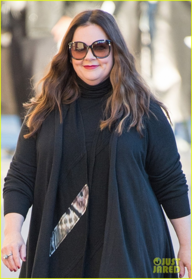 melissa-mccarthy-all-smiles-outside-jimmy-02