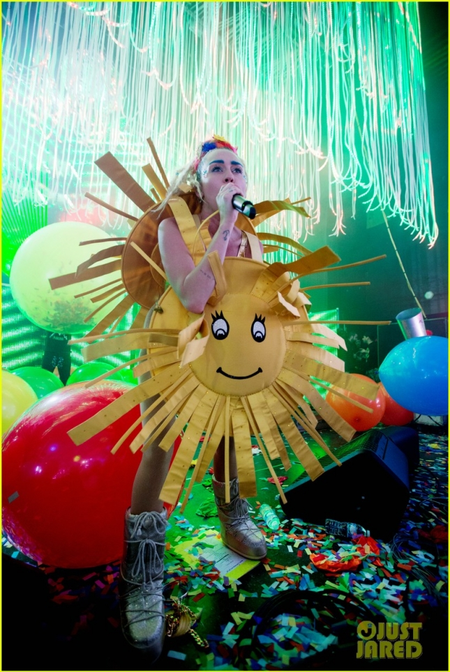 miley-cyrus-latest-tour-costumes-are-very-nsfw-03