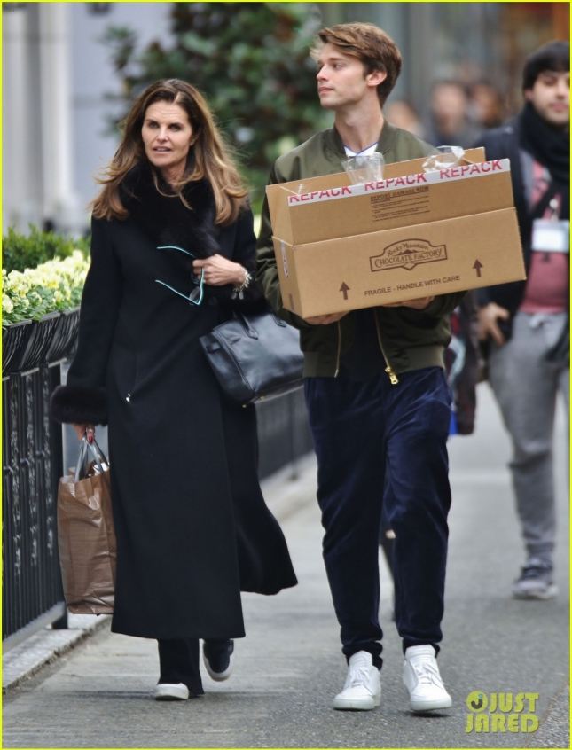 Exclusive... Maria Shriver & Patrick Schwarzenegger Shop For Chocolate