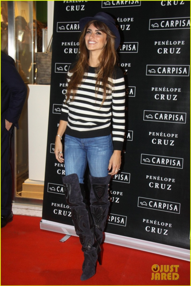 Penelope Cruz attends a photocall for Carpisa store