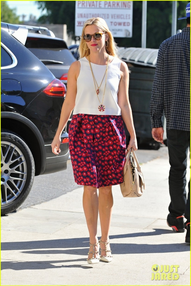 reese-witherspoon-florals-02
