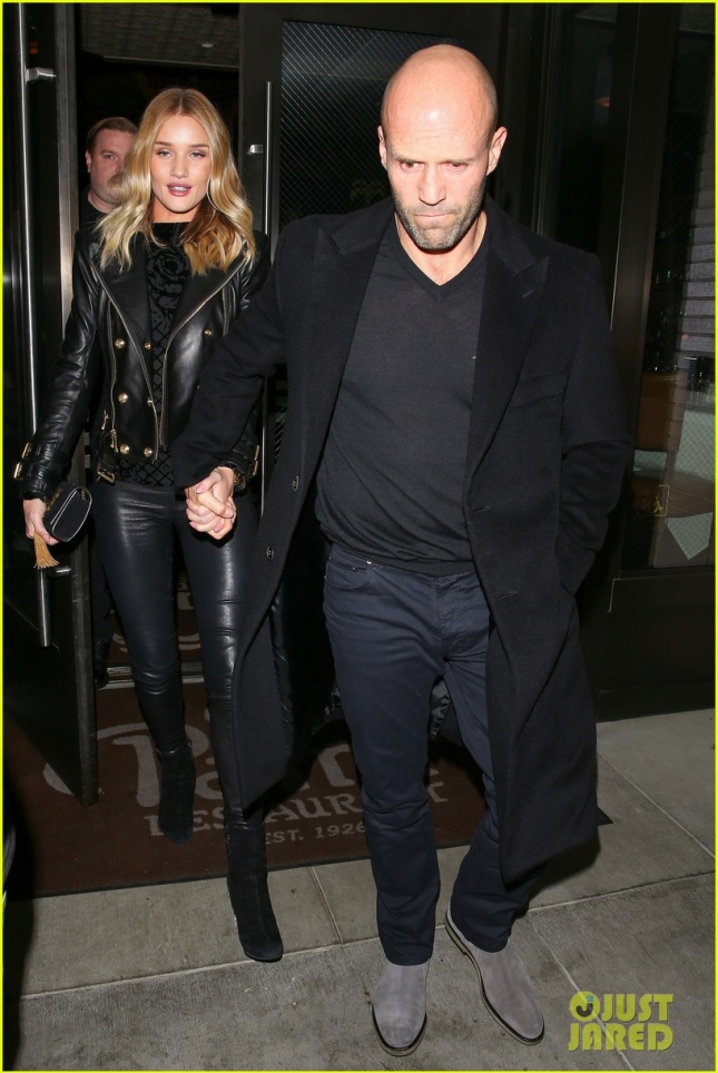 rosie-huntington-whiteley-jason-staham-have-a-hot-date-night-01