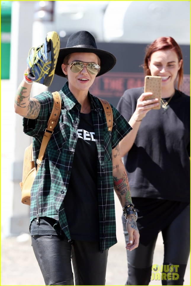 Ruby Rose and girlfriend Phoebe Dahl enjoy a carefree stroll through Sydney **USA ONLY**