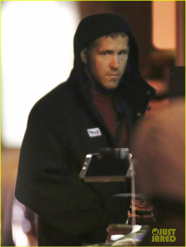 "Ryan Reynolds Films Reshoots For ""Deadpool"""