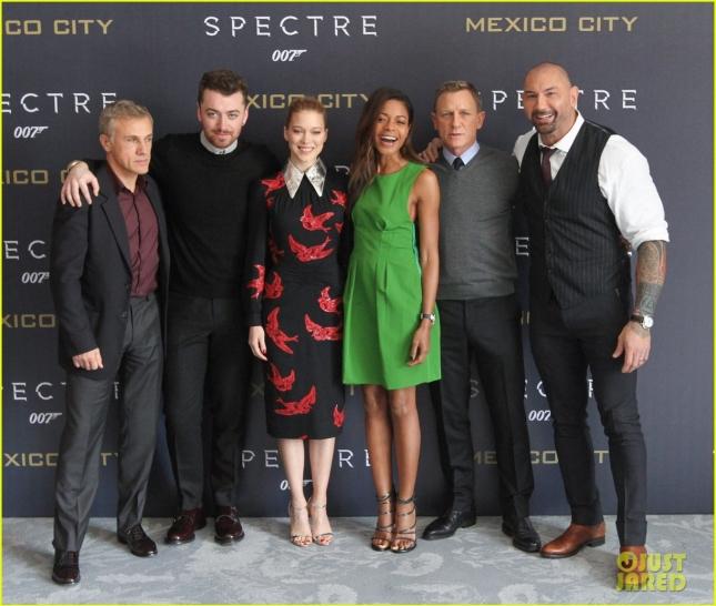 """Каст фильма """"007: Спектр"""" с исполнителем заглавного саундтрека Сэмом Смитом"""