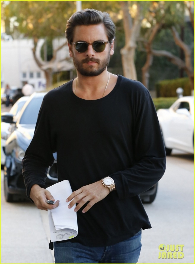 scott-disick-steps-out-for-retail-therapy-after-leaving-rehab-08