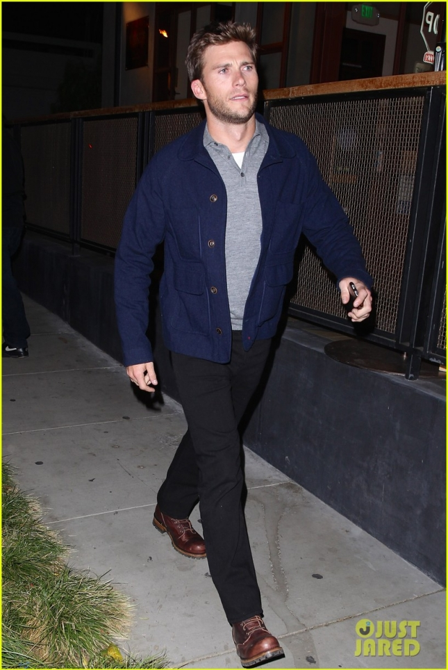 Scott Eastwood enjoys a casual dinner at Gracias Madre