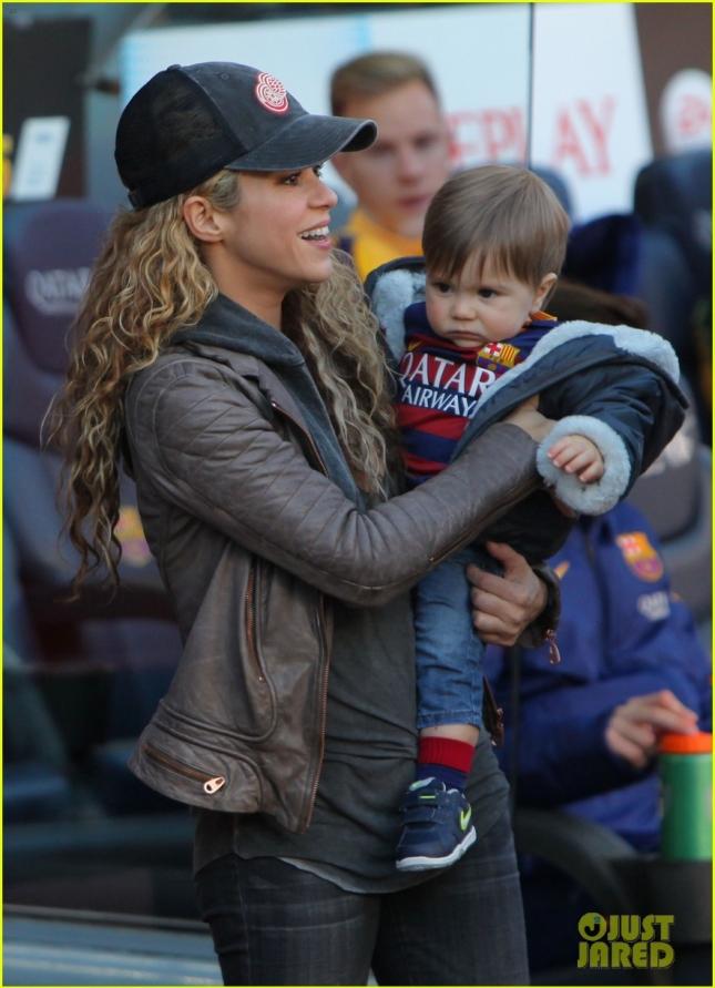Шакира с младшим сыном Сашей