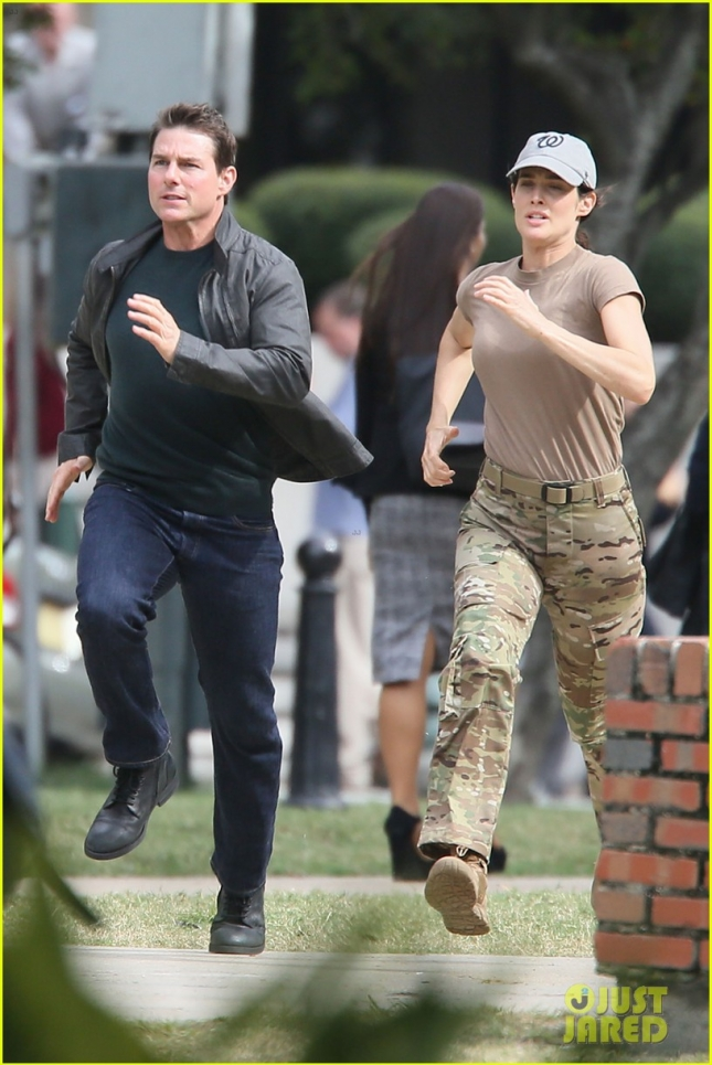 tom-cruise-runs-for-his-life-on-jack-reacher-2-set-01