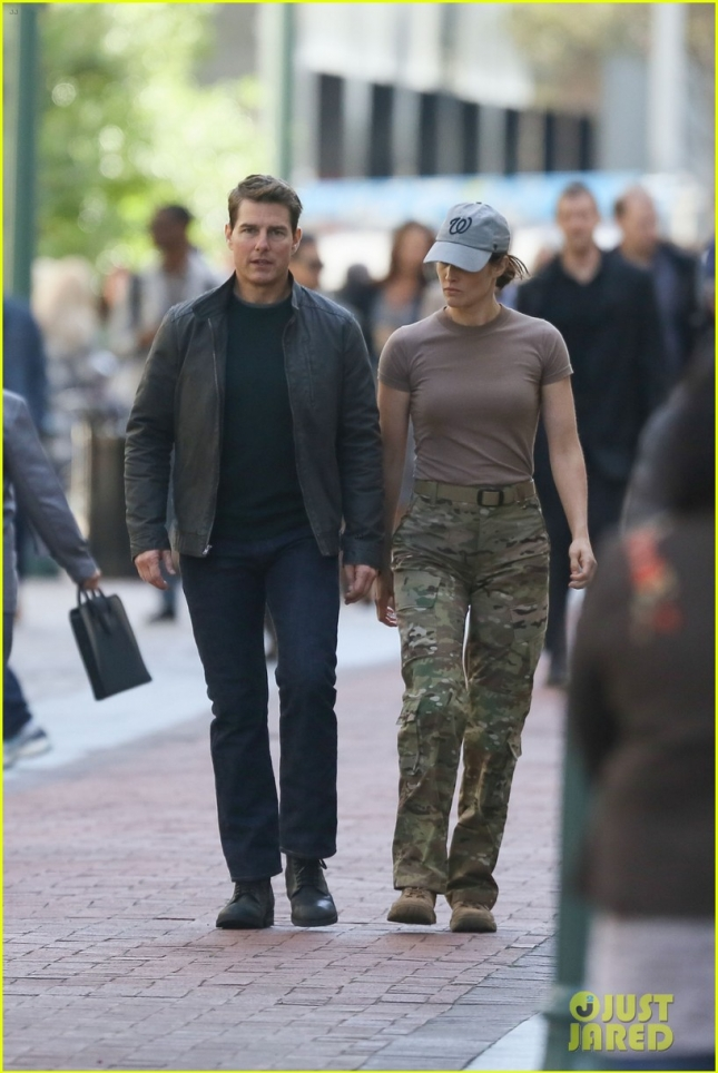 tom-cruise-runs-for-his-life-on-jack-reacher-2-set-09