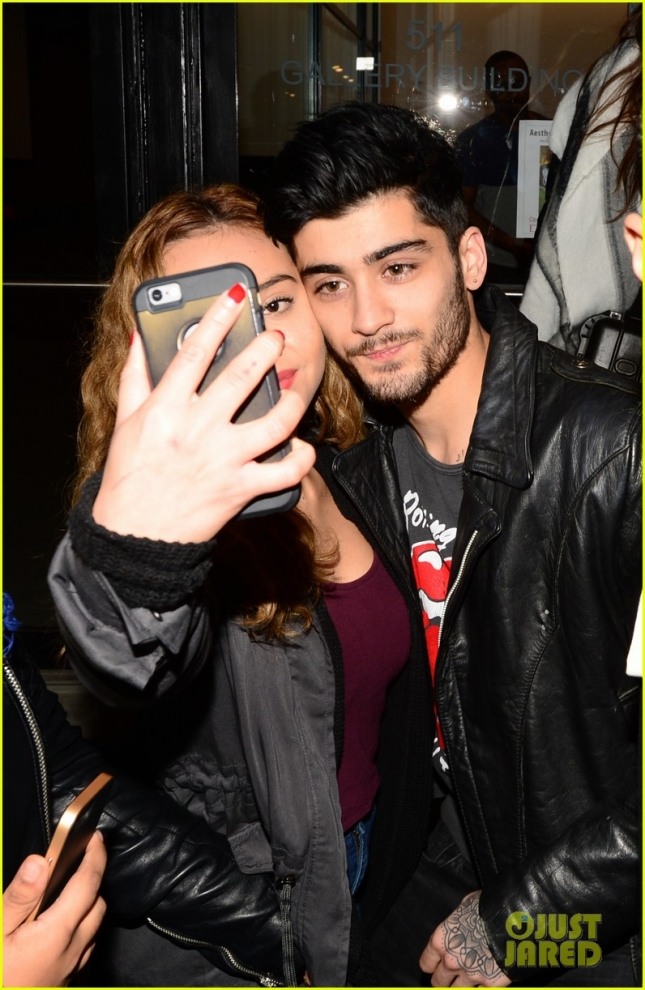 Zayn Malik is mobbed by fans in the Big Apple **USA ONLY**