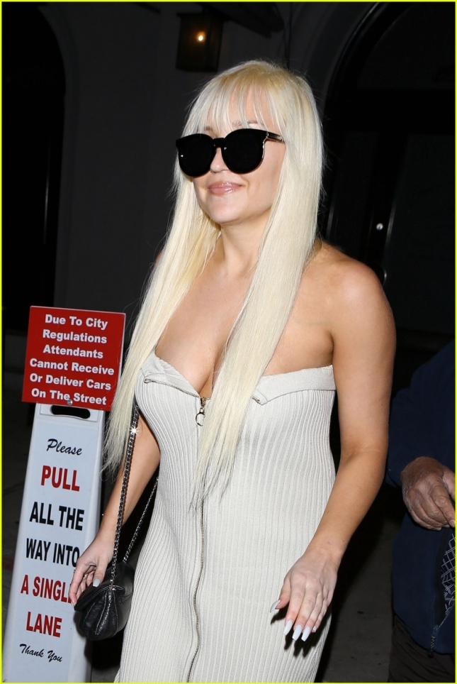 amanda-bynes-dinner-at-craigs-los-angeles-04