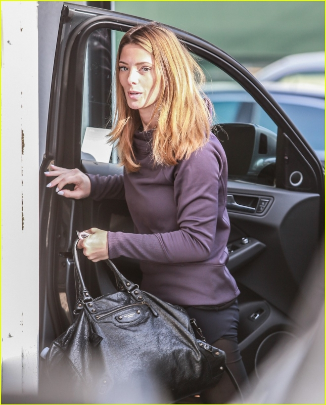 ashley-greene-goes-to-the-gym-05