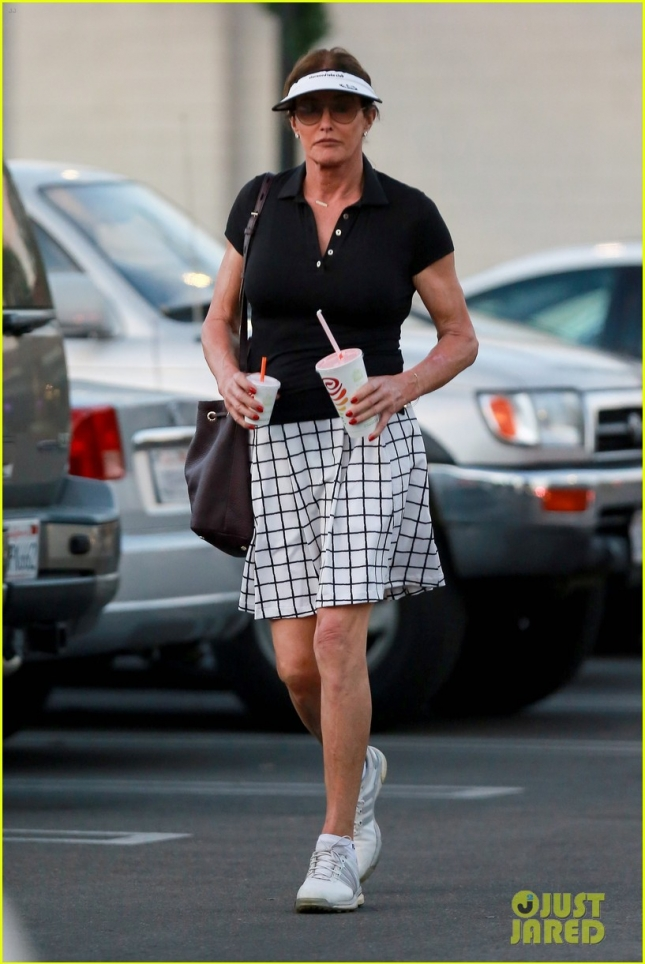 caitlyn-jenner-hits-the-golf-course-01