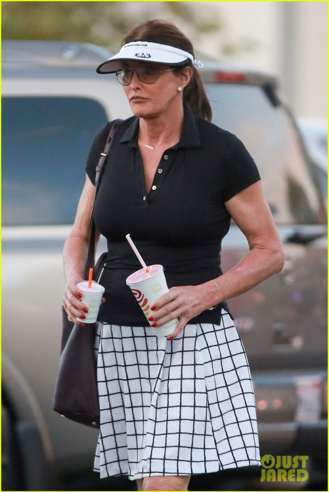 caitlyn-jenner-hits-the-golf-course-22