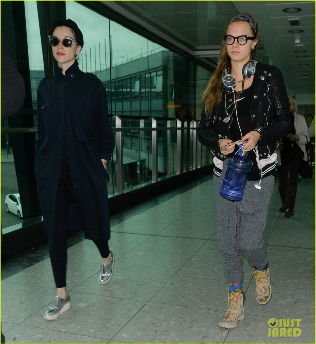 cara-delevingne-st-vincent-fly-out-together-10