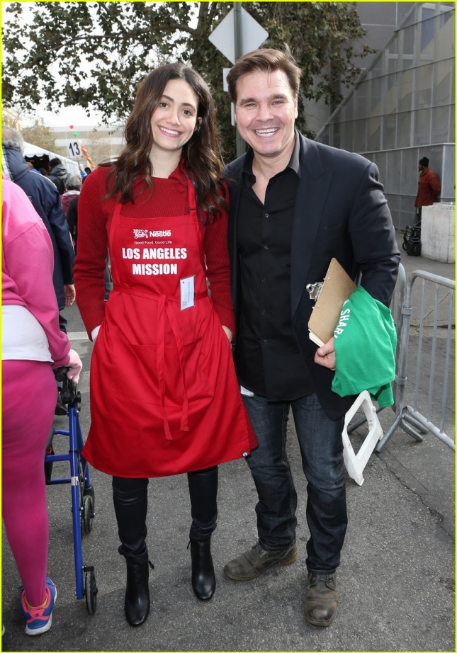 emmy-rossum-pharrell-feed-homeless-christmas-eve-11