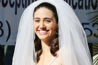 emmy-rossum-slips-into-wedding-dress-to-film-shameless-02