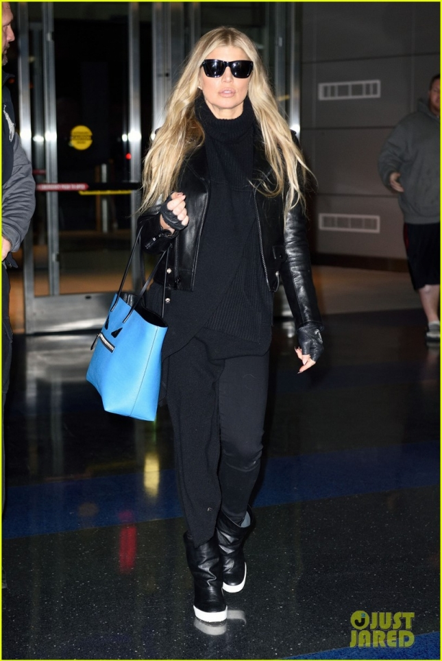Fergie jets into New York looking fierce **USA ONLY**