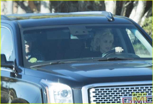 Gwen Stefani and Blake Shelton take a drive together in Los Angeles **NO UK**