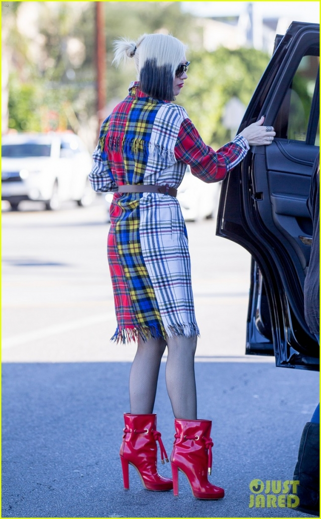 Gwen Stefani and family go to church in Los Angeles, CA